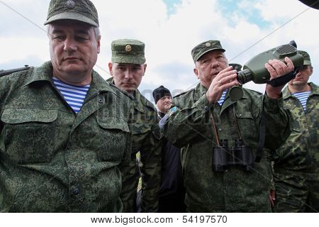 KOSTROMA REGION - AUG 26: Vladimir Shamanov (R) (Commander-in-Chief Russian Airborne Troops) during Command post exercises with 98-th Guards Airborne Division, Aug 26, 2010 in Kostroma region, Russia.