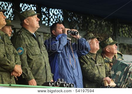KOSTROMA REGION - AUG 26: Vladimir Shamanov (L) (Commander-in-Chief Russian Airborne Troops) during Command post exercises with 98-th Guards Airborne Division, Aug 26, 2010 in Kostroma region, Russia.