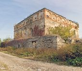 picture of synagogue  - ruins of the old synagogue in the summer - JPG