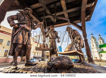 Trade Merchants Weighing Of The Wares And Payment - Bronze Statue In Old Part Town - Trinity Hill In