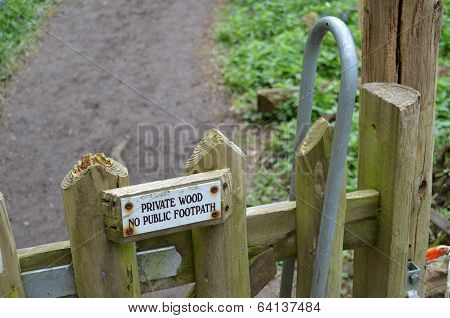 Private wood no public footpath sign