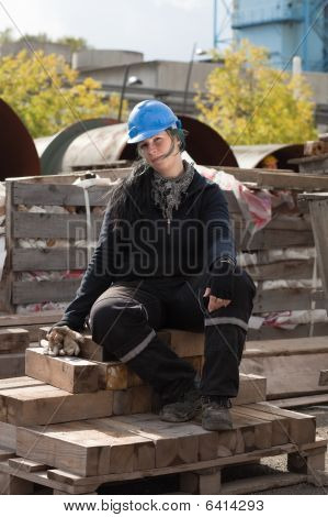 weibliche Arbeiter in blau Schutzhelm