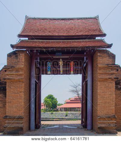 Thanang Gate.
