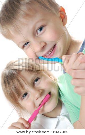 Limpiar los dientes de los niños
