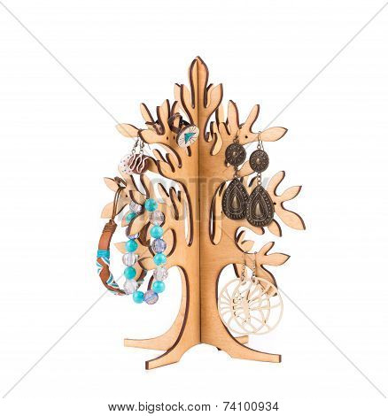 Wood tree with accesories.
