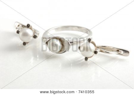 ring and earrings with pearls