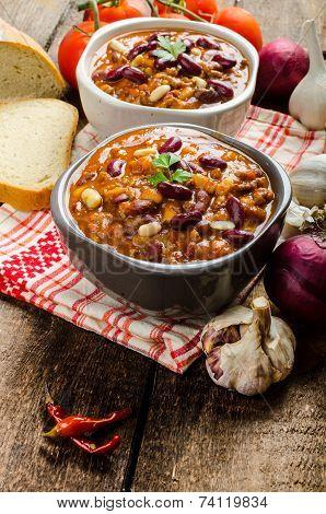 Homemade Chilli Con Carne, Bio Bread