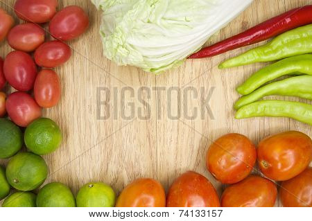 Fresh Red And Green Goat Pepper With Tomato And Lettuce