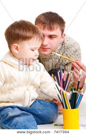 Zeichnen mit Sohn Vater