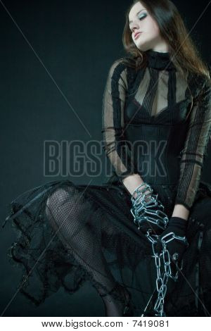 Pretty Prisoner Bounded By Chains