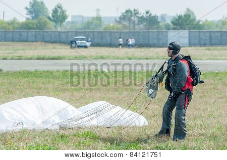 Show program of paratrooper