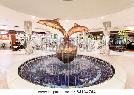 Dolphin Fountain In The Marina Mall