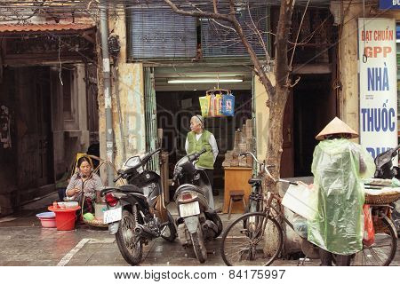 Vendors on the streets of Hanoi