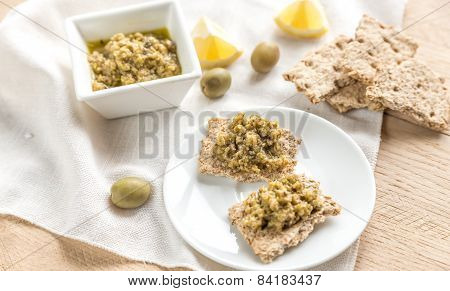 Wholegrain Crackers With Olive Tapenade