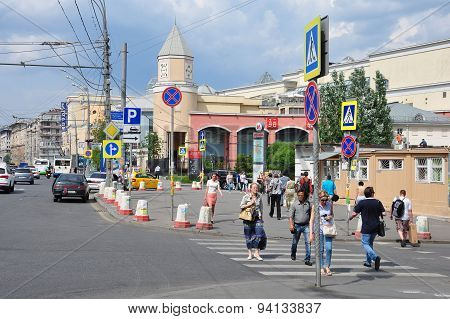 Moscow, Russia - 15.06.2015. People In  Central Streets Of Moscow - Garden Ring, About The Undergrou