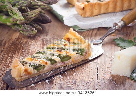 Asparagus quiche with pecorino and bacon