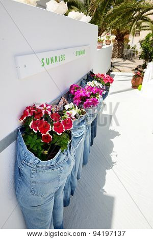 Thira, Greece - May 19: The Outdoor Decoration At Luxury Hotel On May 19, 2014 In Thira, Greece. Up