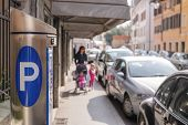 picture of mandate  - Ticket machine parking on a city street - JPG