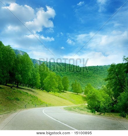 estrada sinuosa