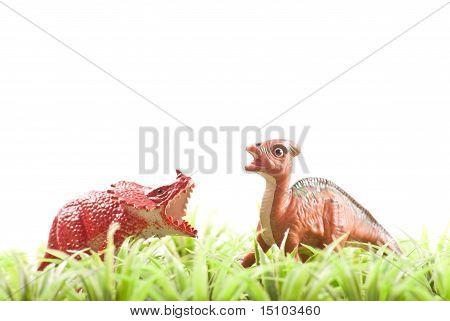 Dos dinosaurios de juguete de herbívoros