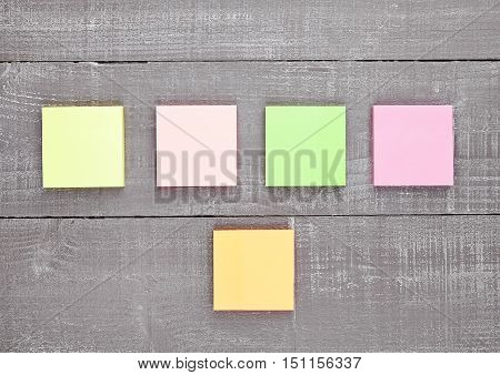 Blank different colors sticky note paper on wooden table