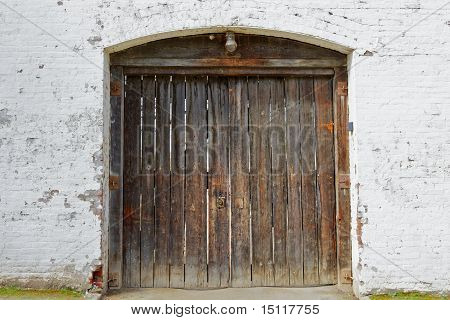 Old Wood Fort Doors Center