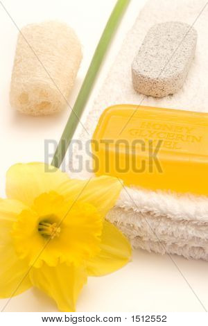 Bath Items With Daffodil