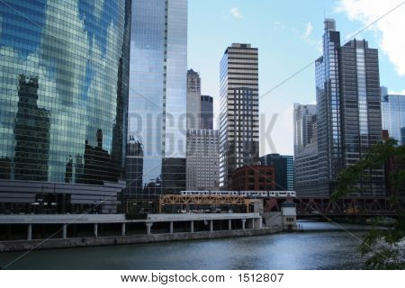 El Train And Chicago Skyline