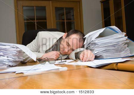 Geschäftsmann fühlte sich schlafend
