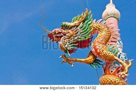 Pilar del dragón de oro