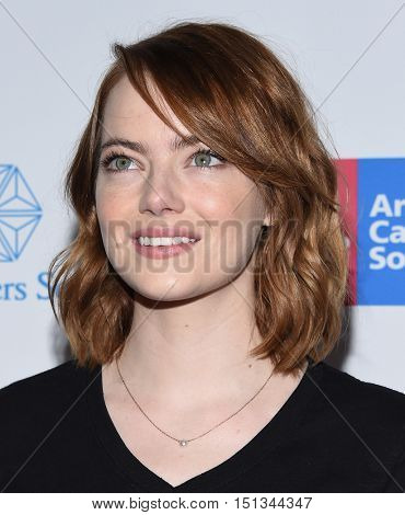 LOS ANGELES - SEP 09:  Emma Stone arrives to the Stand Up To Cancer 2016 on September 09, 2016 in Hollywood, CA