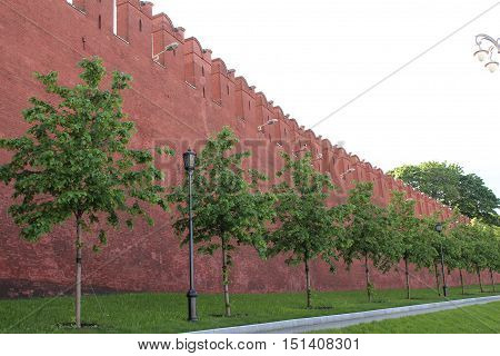 Red wall of the Moscow Kremlin from the pedestrian sidewalk