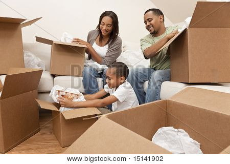 Cajas de Desembalaje familias afroamericanas mudanza