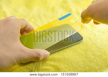 apply the smart phone screen protect by hand