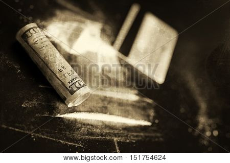 monochrome scratch cocaine and tube of dollar banknote