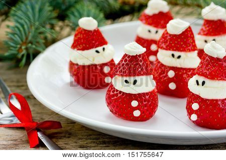 Christmas party ideas for kids - strawberry santas recipe