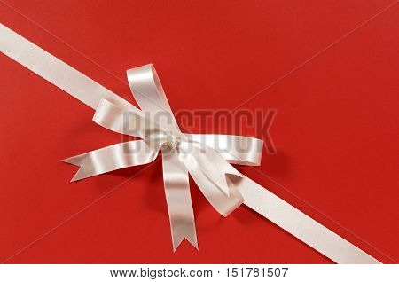 White Gift Ribbon And Bow On Red Paper (xl)