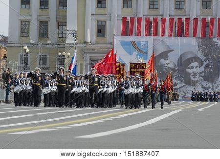 SAINT PETERSBURG, RUSSIA - MAY 05, 2015: Squad drummers Nakhimov naval College opens with the rehearsal of parade in honor of Victory Day