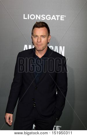 LOS ANGELES - OCT 13:  Ewan McGregor at the