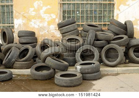 Worn-out tyres from vehicles or discarded as waste in the trash.