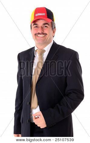 Retrato de un hombre de negocios feliz sonriente con una gorra de béisbol