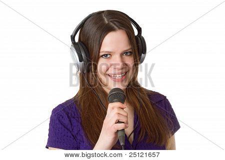 Hermosa mujer con micrófono