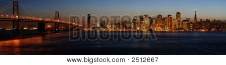 Bay Bridge und San Francisco downtown panorama