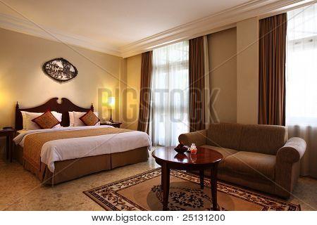 Interior de una habitación de hotel de lujo