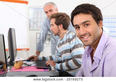 Männer in der Informatik Ausbildung