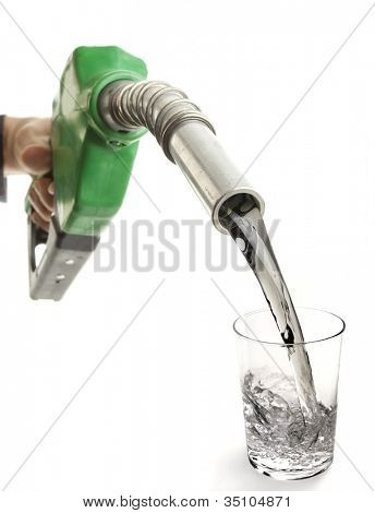 Gas nozzle dumping gas in a glass