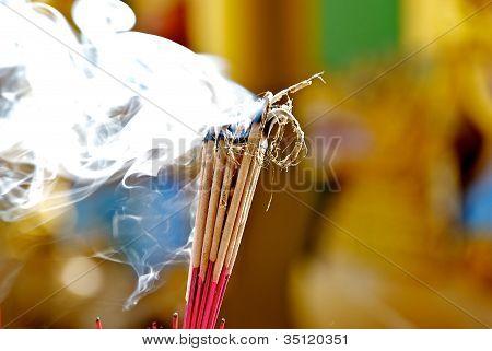 Buddhist religious ritual