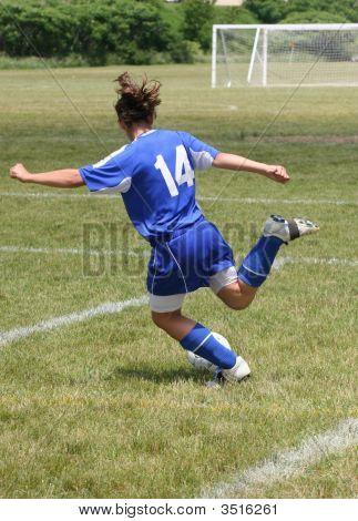 Jugend jugendlich Fußballspieler bereit Kick-ball