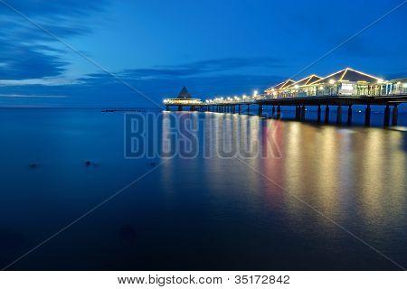 der Pier von Heringsdorf in der Morgendämmerung