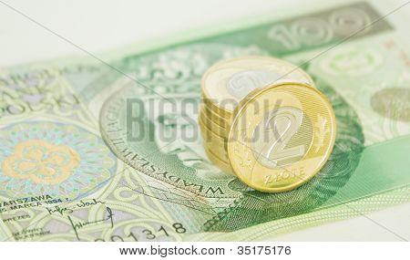 Monedas de dos Zloty Polaco en cientos de Zloty Bill